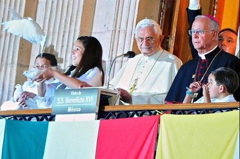 Le Pape a adressé aux enfants un discours depuis un balcon de la plaza Mayor.