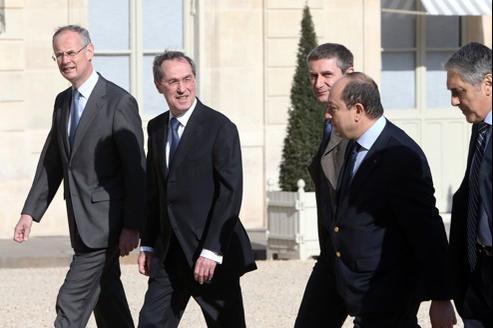 Claude Guéant, accompagné notamment de Bernard Squarcini, au premier plan, le 27 mars.