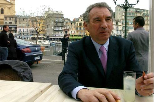 François Bayrou a défendu l'identité régionale en visite en Corse samedi 31 mars.