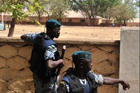 La situation militaire se dégrade rapidement dans le nord du Mali, plaçant la junte au pouvoir à Bamako dans une position délicate.