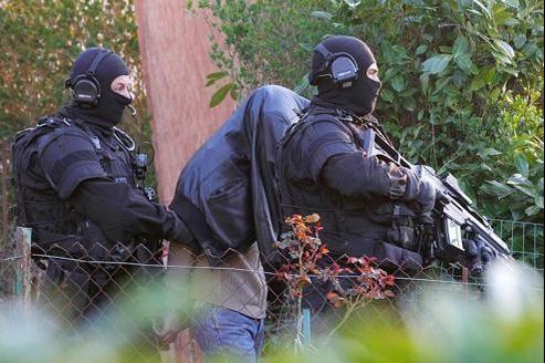 Cette opération intervient moins d'une semaine après l'interpellation de membres du groupuscule Forsane Alizza, ici, à Couëron, près de Nantes.