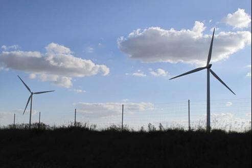 Éoliennes le long de l'autoroute A10, avant Orléans. (crédits photo: LE FIGARO)