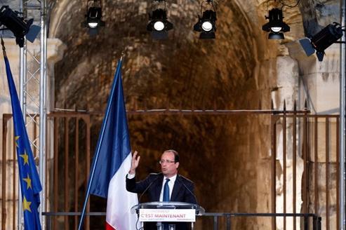 François Hollande, jeudi, devant les arènes de Nîmes.