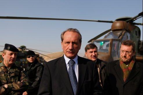 «Nicolas Sarkozy a le caractère et l'intelligence d'un grand chef des armées», affirme Gérard Longuet (ici à Kaboul en janvier).