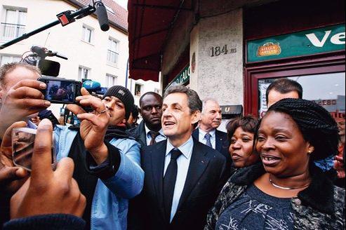 «Je fais cette campagne avec beaucoup de bonheur», affirme Nicolas Sarkozy (ici mardi, à Drancy).