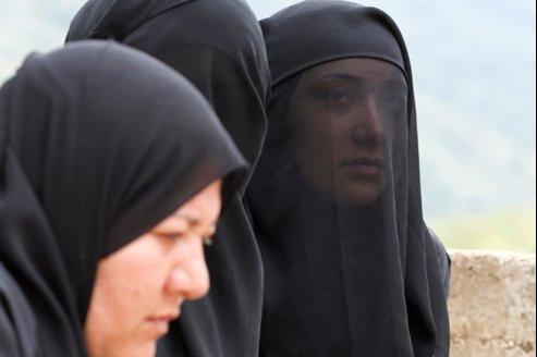 <b>Nour Walid</b>, Fatima et leur mère, prient leur frère, Mohamed, qui a - 0c0dd218-857f-11e1-bc34-337f511f6535-493x328