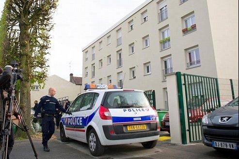 L'immeuble de Draveil où a été arrêté le premier suspect, qualifié de très «sérieux» par les enquêteurs.