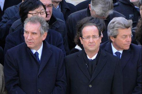 François Bayrou et François Hollande parmi d'autres personnalités politiques lors des obsèques de Raymond Aubrac.