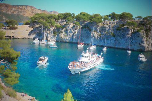 Le site des Calanques, très fréquenté, est le premier parc périurbain d'Europe, un statut qui tient compte de sa proximité avec Marseille.