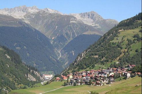 Ce petit village suisse auparavant au calme est l'objet de maintes convoitises aujourd'hui. Crédits photo: Adrian Michael sous licence Creative Commons