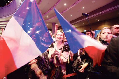 À l'annonce officielle des résultats, l'ambiance était plutôt mitigée au quartier général de Nicolas Sarkozy, à la Mutualité, où l'UMP organisait sa soirée électorale. Le président-candidat y a fait une déclaration vers 21h45.