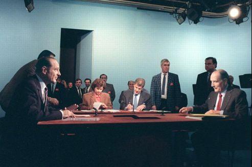 Mitterrand et Chirac, après deux années de cohabitation, ont fini par se détester. En 1988, le Président se montre le plus habile. L'une de ses répliques -«Vous avez tout à fait raison Monsieur le Premier ministre»- a marqué les esprits. Crédits photo: Georges Bendrihem/AFP