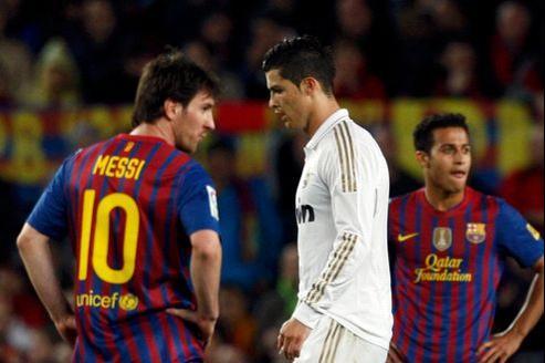 Le FC Barcelone de Lionel Messi (à gauche), et le Real Madrid de Cristiano Ronaldo (en blanc, au milieu) ne seraient pas concernés par les nouvelles mesures.