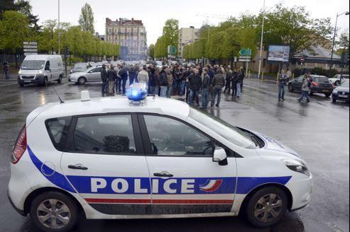 Des policiers manifestent à Rennes, vendredi pour protester contre la mise en examen pour «homicide volontaire» d'un de leurs collègues de Noisy-le-Sec (93).