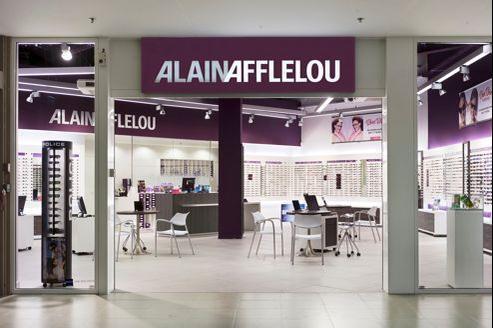 Le groupe compte 1083 magasins franchisés.