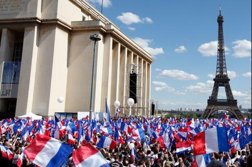 En mobilisant en masse ses troupes à cinq jours du scrutin place du Trocadéro à Paris, Nicolas Sarkozy a réussi, mardi, son pari face à la gauche et aux syndicats.
