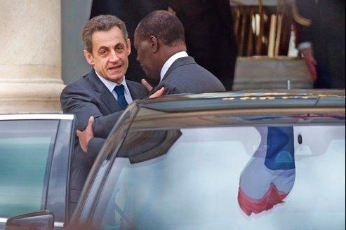 Nicolas Sarkozy a reçu, lundi en fin de matinée à l'Élysée, le président ivoirien Alassane Ouattara en visite privée en France.