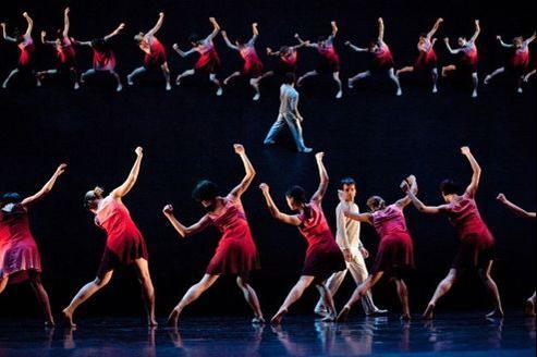 Trente magnifiques danseurs pour cette compagnie internationale.