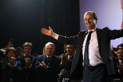 François Hollande, dimanche soir, place de la Bastille à Paris.