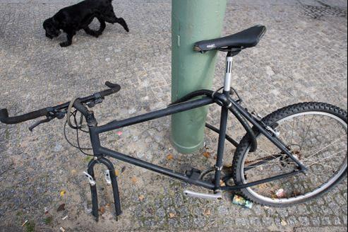 Devenu «le» nouvel objet de désir urbain, le vélo attise la convoitise des voleurs, d'autant plus qu'il se revend facilement en pièces détachées.
