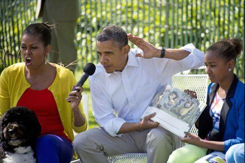 Le président américain Barack Obama, lors d'une séance de lecture de «Max et les maximonstres» de Maurice Sendak à la Maison-Blanche (DR)
