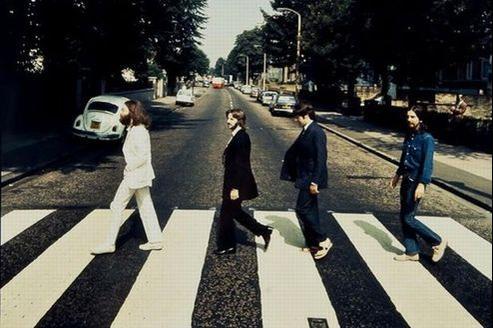 Le cliché inédit des Beatles pris lors de la séance photo pour l'album Abbey Road, en 1969.