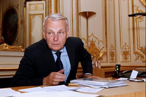 Jean-Marc Ayrault jeudi dans son bureau de l'hôtel Matignon.