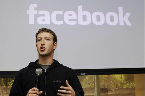 Mark Zuckerberg revêt régulièrement des sweat-shirts à capuche («hoodies») lors de réunions.