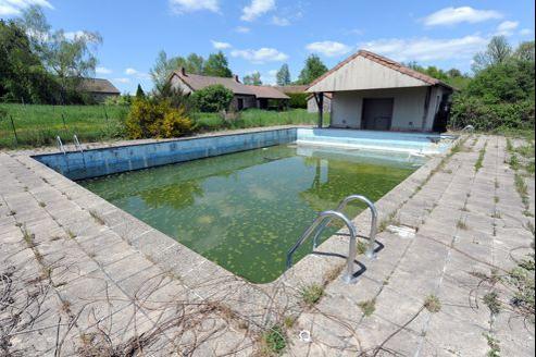 La piscine de l'hôtel-restaurant aujourd'hui abandonné.