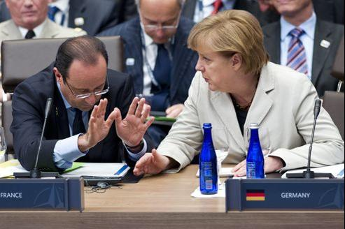 François Hollande et Angela Merkel au sommet de l'Otan à Chicago, le 21 mai.