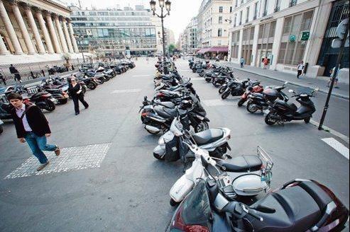 Les deux-roues, dont le nombre a augmenté de 35% entre 2001 et 2011, représentent aujourd'hui 15 % du trafic parisien.