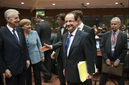 Mario Monti, Angela Merkel et François Hollande à Bruxelles, mercredi.