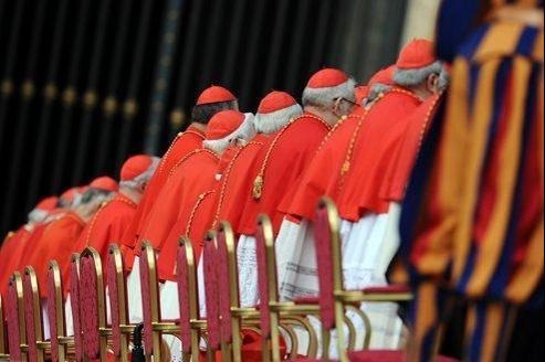Des cardinaux assistent à une messe de canonisation, à la basilique Saint-Pierre du Vatican, en octobre 2010.