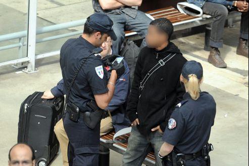 Les policiers pourraient être contraints de remettre un récépissé après chaque contrôle d'identité.