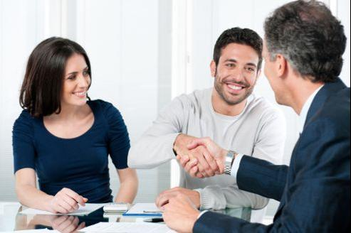 Connaître les prestations proposées par un courtier en assurance et les avantages qui en découlent.