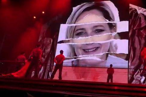 Madonna a diffusé sur scène une image de Marine Le Pen avec une croix gammée sur le front, lors du concert d'ouverture du MDNA World Tour à Tel-Aviv, jeudi.