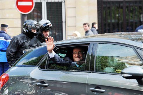 Le cortège de François Hollande a été pris en flagrant délit d'excès de vitesse mercredi entre Paris et Caen.