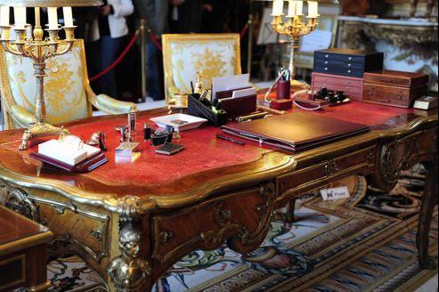 À l'Élysée, François Hollande travaillera sur le bureau royal de Charles Cressent.