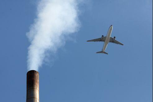 Utilisant des technologies désuètes, les centrales thermiques chinoises fonctionnant au charbon sont responsables des rejets massifs de CO2 dans l'atmosphère.