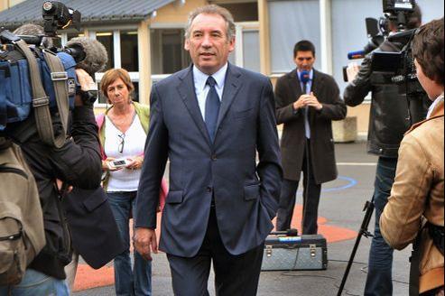 Avec 24% des suffrages, François Bayrou arrive deuxième derrière la candidate socialiste.