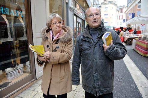Marie-Claude et Jacques Bompard, ici en 2011, en campagne pour les cantonales.