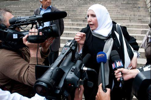 Zahia Mokhtari, l'avocate algérienne du père de Mohamed Merah, quitte le palais de justice de Paris, le 11 juin.