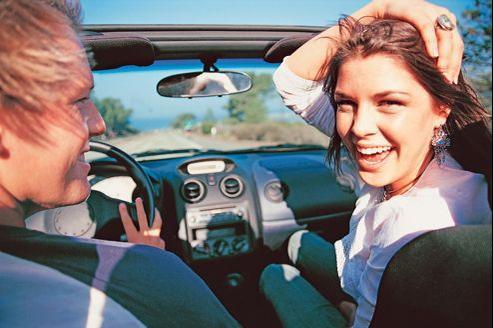 automobile  ARTFIG la location de voiture a l heure estivale