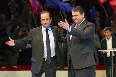 François Hollande et le président du SPD, Sigmar Gabriel, lors d'un rassemblement des socialistes européens, le 17 mars dernier à Paris.