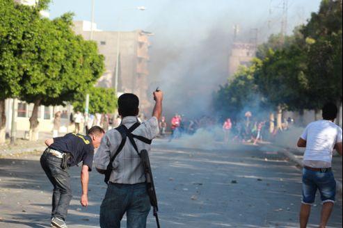 Affrontements entre forces de l'ordre et groupes salafistes à Sousse.