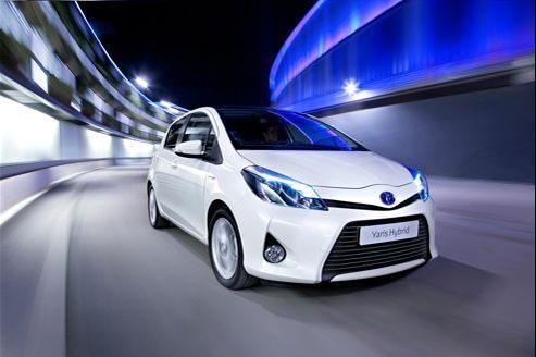 Quinze ans après le lancement de la Prius, Toyota étend l'hybride à sa petite Yaris.