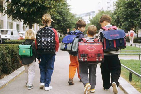 L'emploi du temps des écoliers est une question délicate qui touche les enfants, mais aussi leurs parents, leurs enseignants et les professionnels du tourisme.