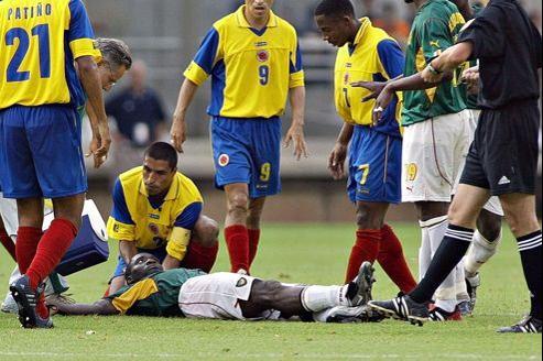 l'accord signé entre la FIFA et les clubs de football ne prévoit aucune indemnisation en cas de décès (ici le Camerounais Marc-Vivien Foé décédé en 2003 d'un arrêt cardiaque).