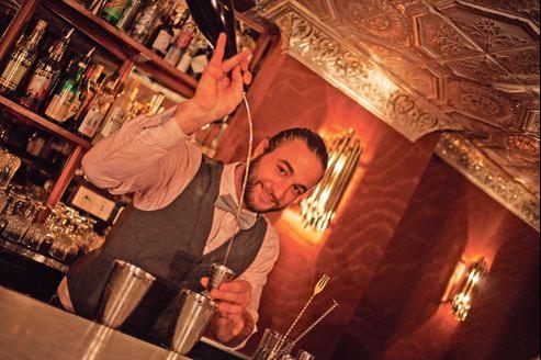 Inko Garat, le barman du Ballroom, gagnant de notre palmarès du meilleur bar à cocktails de la capitale.