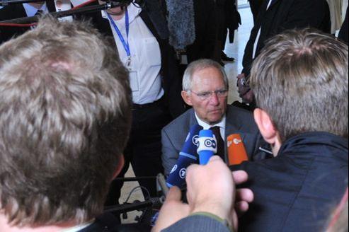 Wolfgang Schäuble ne décolère pas contre le retour partiel à la retraite à 60 ans mis en place par les socialistes français.